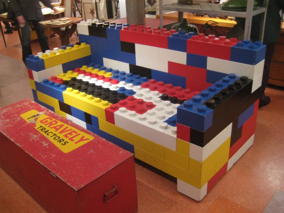 couch_lego-930x697
